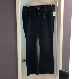 Lucky Brand women's brand new jeans with tags.